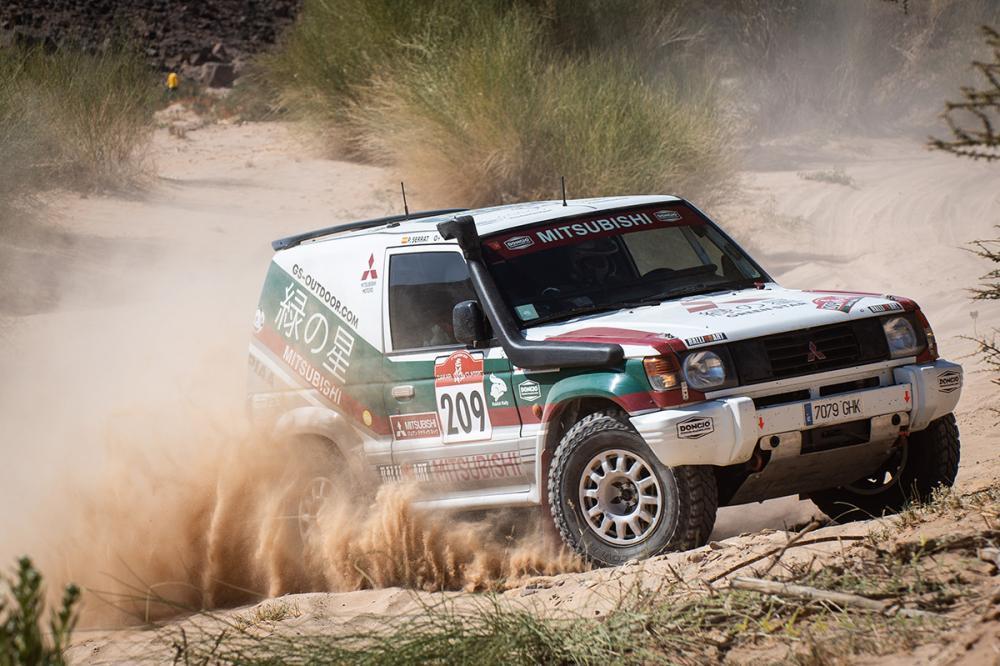 Un equip català guanya la seva categoria al Dakar Clàssic